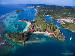 Sign up for professionally guided scuba travel to Roatan Island, Honduras